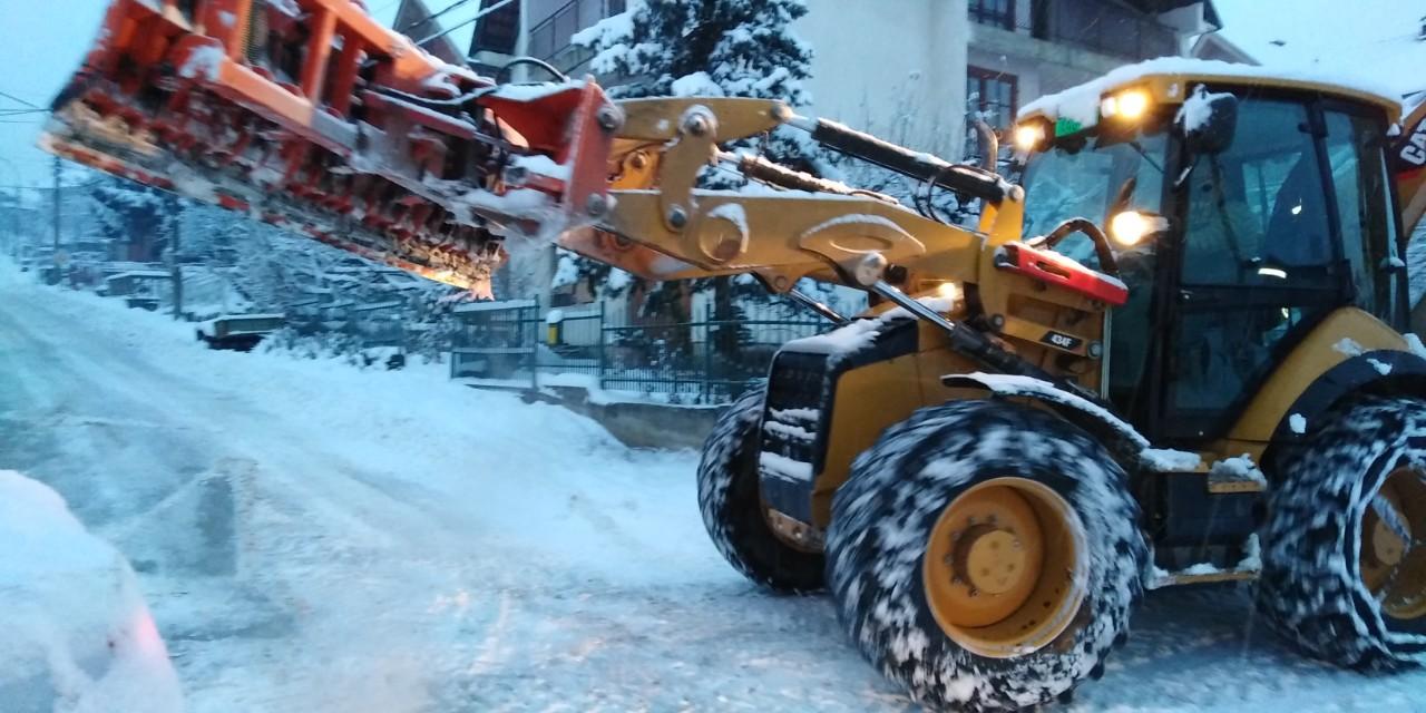 NOVI UDAR SNEGA: Svi putevi u gradu prohodni, čiste se trotoari
