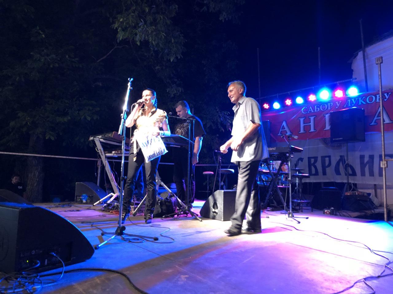 Janijada u Lukovu kod Svrljiga, Mira Škorić i predsednik MZ Lukovo Vujica Marković foto: M.K. Svrljiške novine