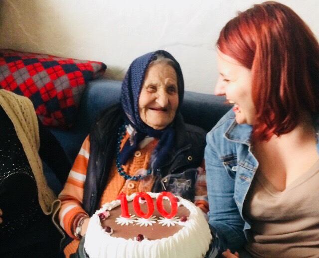 Baka Ruža proslavila 100-ti rođendan sa predstavnicama Kola srpskih sestara Svrljig 2
