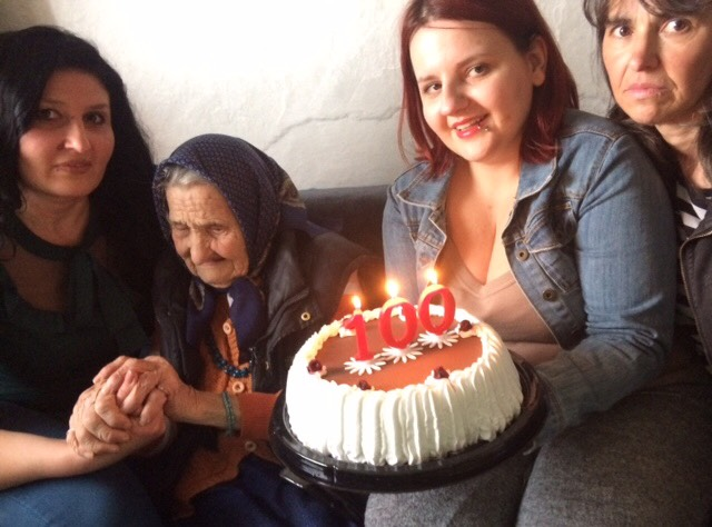 Baka Ruža proslavila 100-ti rođendan sa predstavnicama Kola srpskih sestara Svrljig 1