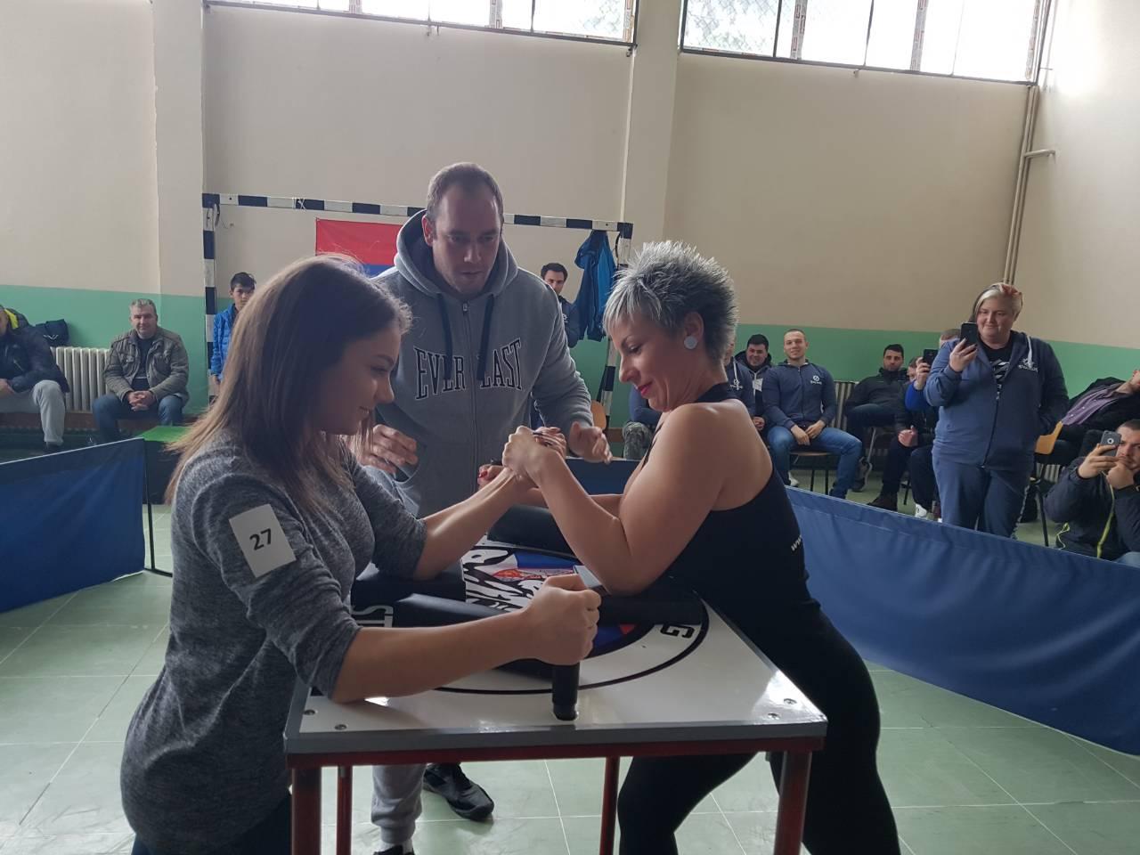 Održan prvi turnir u obaranju ruke u Svrljigu (FOTO)