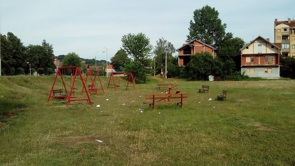 Roditelji apeluju da se postave kante u krugu mini parka