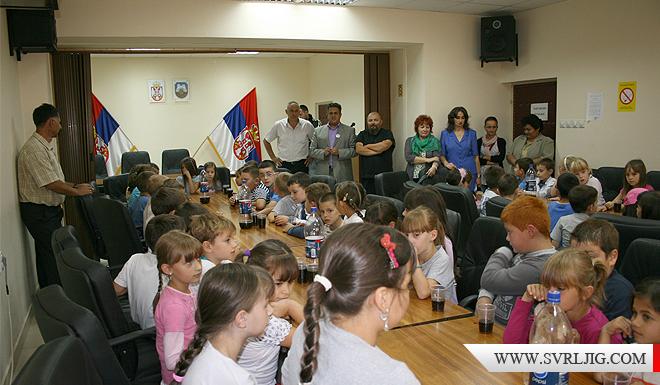 Povodom Dečije nedelje osnovci posetili predsednika