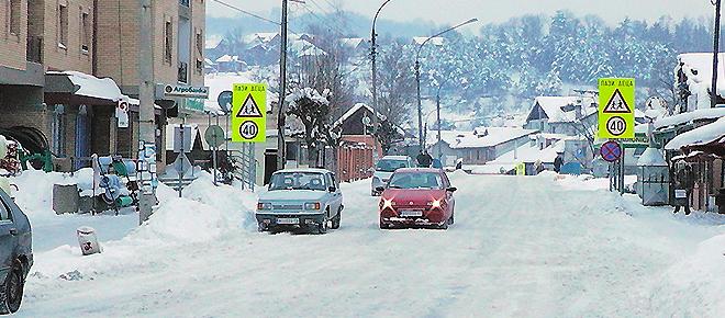 Zastoj u lokalnom saobraćaju zbog snega!