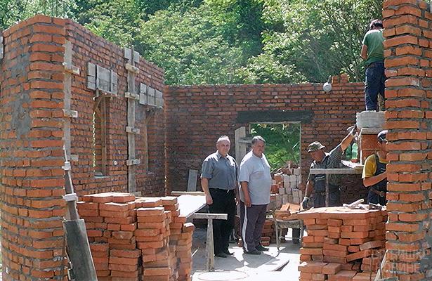 Gradi se crkva u Beloinju