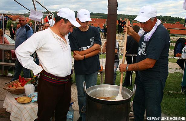 Zagrevanje kazana pred Belmužijadu 2012