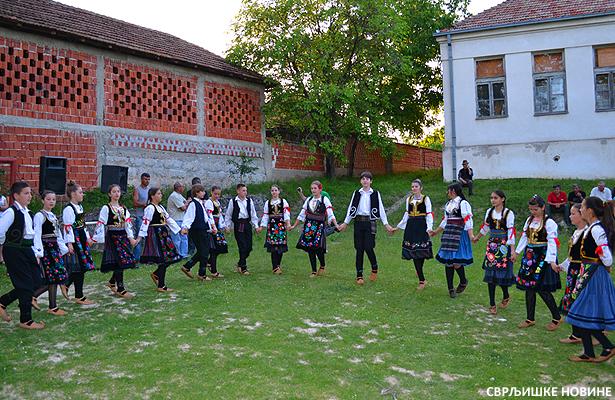 Selo Grbavce nek se pesma poje