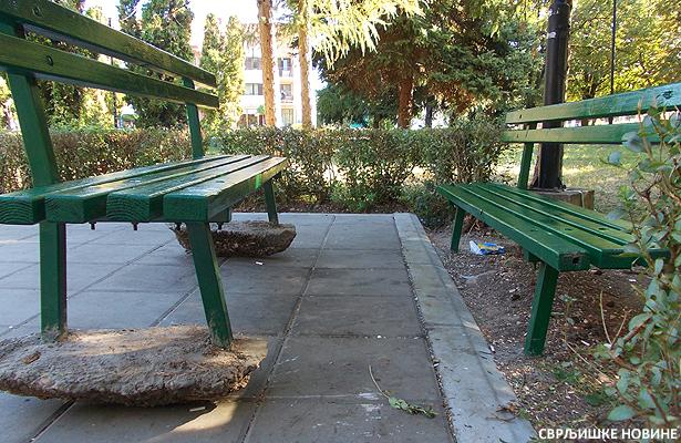 Klupe u gradskom parku