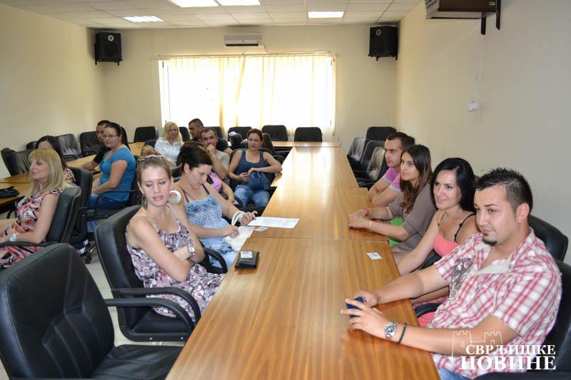 31.7.2012 / Za osnivanje braka na selu opština kumuje sa 150.000 dinara u gradu sa 100.000 dinara
