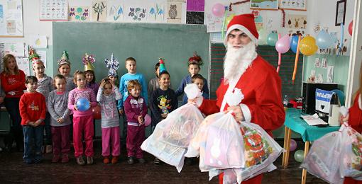 Deda Mraz obilazi sela