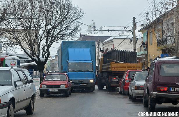 Foto vest: Zakrčili saobraćaj