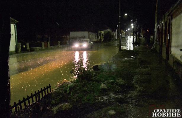 Foto-video vest: Poplavljen deo ulice Vase Albanca