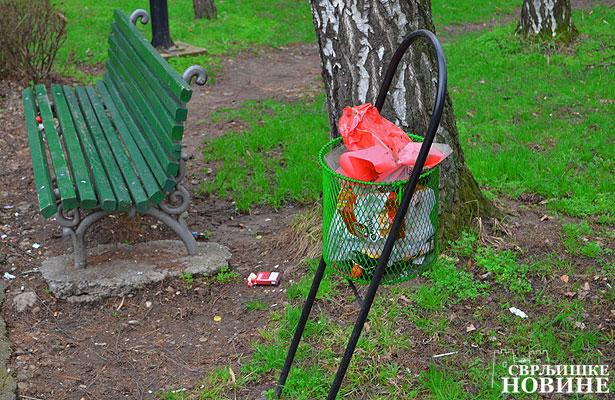 U parku smeće na sve strane