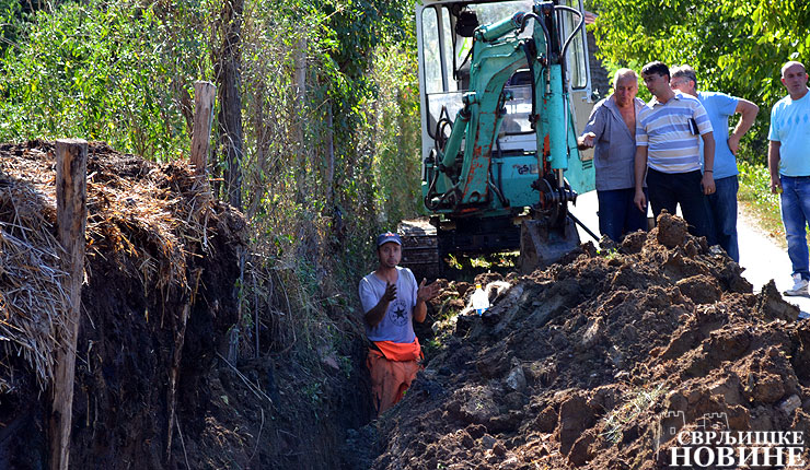 Meštani samoinicijativno popravljaju seoski vodovod?