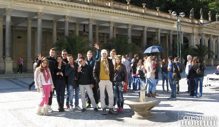 Srednjoškolci uživaju na ekskurziji