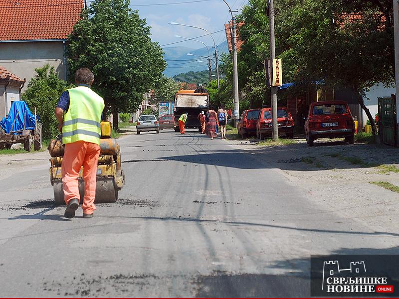Krpljenje udarnih rupa u Vase Albanca