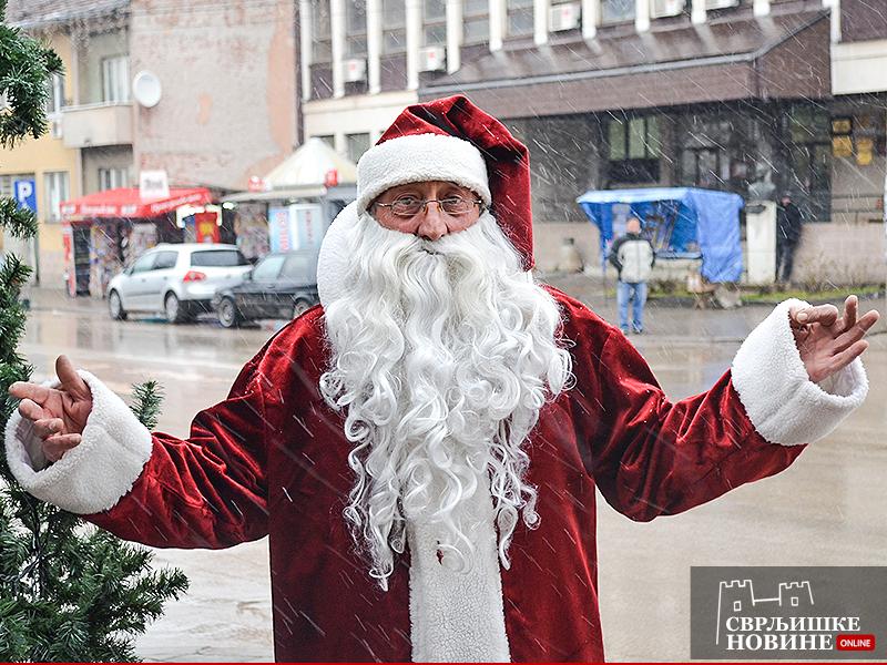 Sa snegom stigao i Deda Mraz
