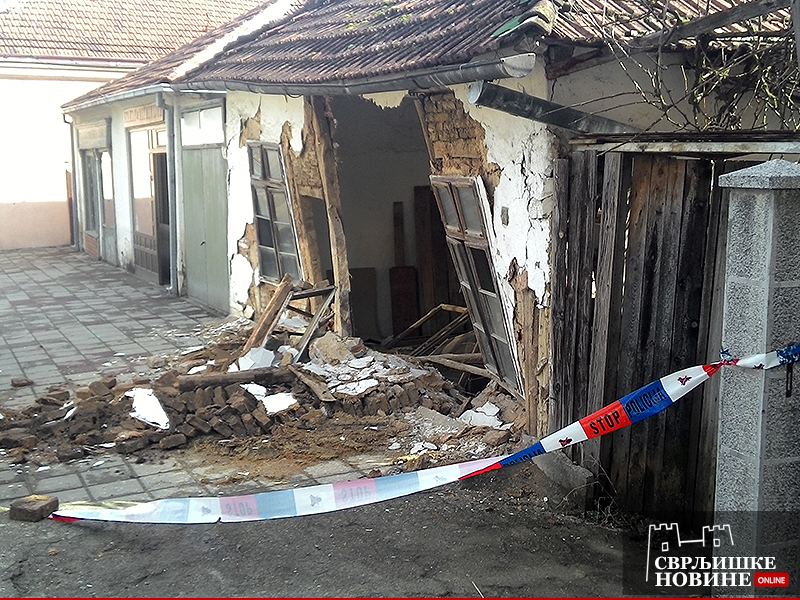 FOTO INFO: Bruka, pala zgrada u centru Svrljiga