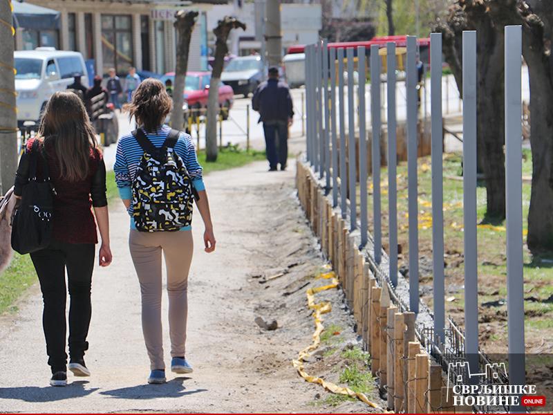 Gradi se nova školska ograda