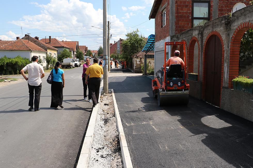 Predsednica opštine obišla radove na izgradnji trotoara