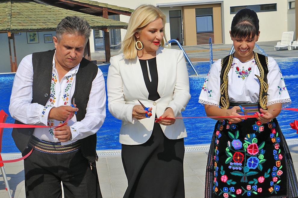Zorana Mihajlović otvorila bazen u Svrljigu