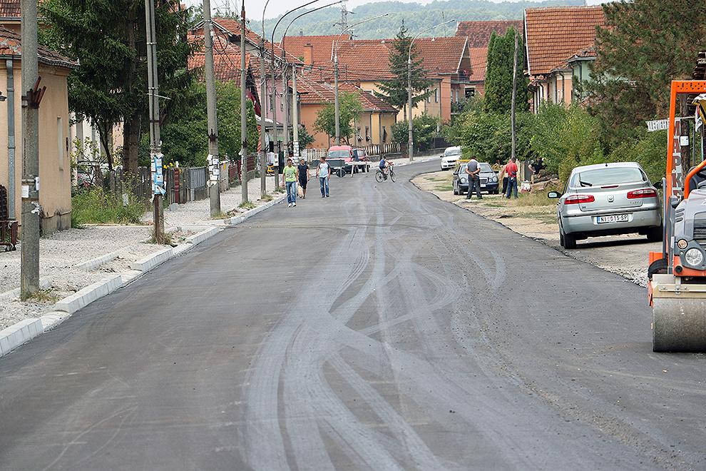 Asfaltirana ulica Vase Albanca