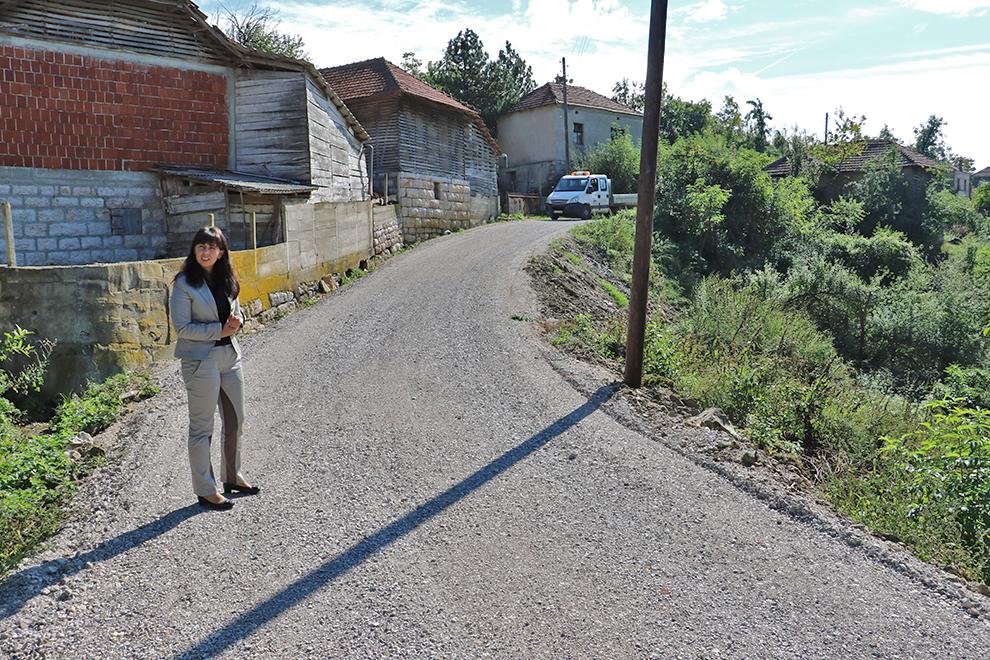 Asfaltiranje puta u selu Bučum