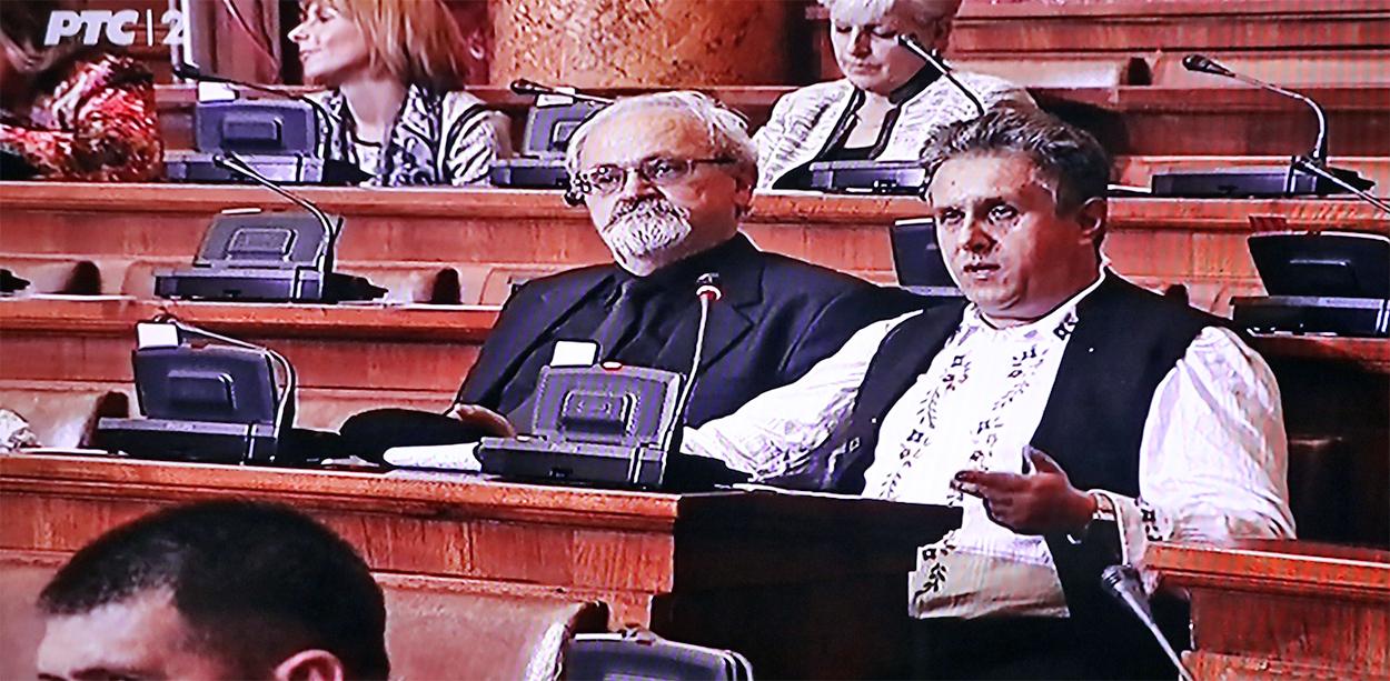 Miletić se u narodnoj nošnji pojavio u Skupštini Srbije
