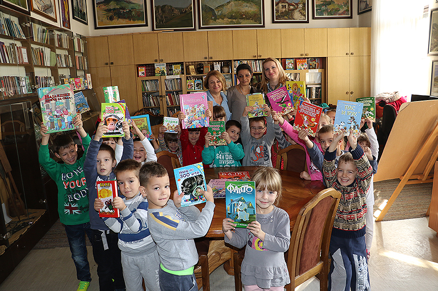 "Deca PU ""Poletarac"" u poseti biblioteci ""Gordana Todorović"""