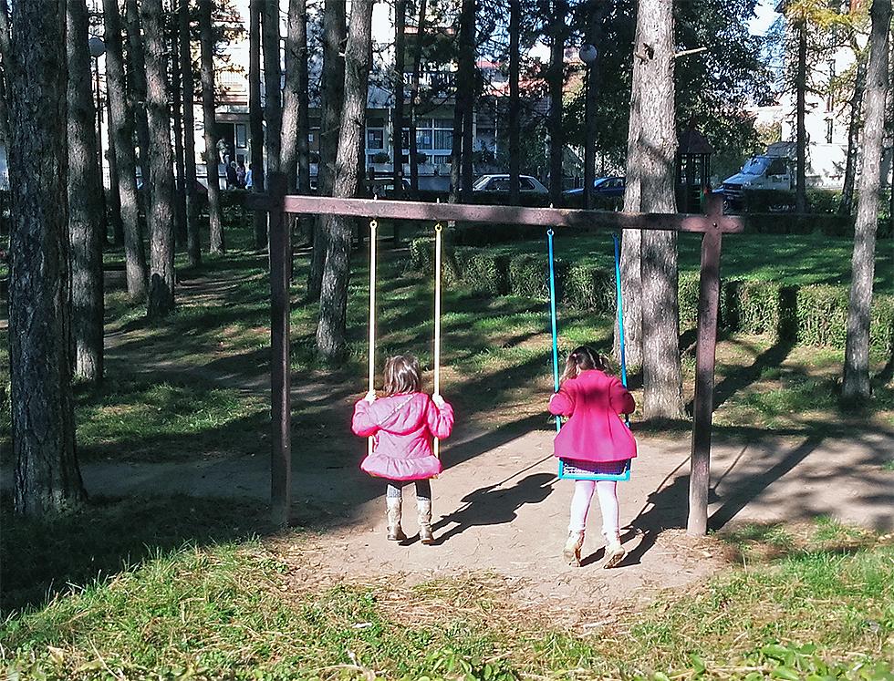 Napokon popravljeni mobilijari u parku