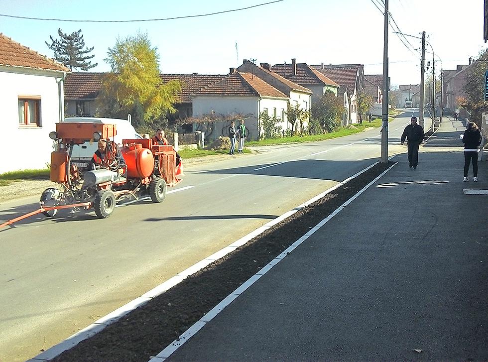 FOTO INFO: Obeležavanje saobraćajnica