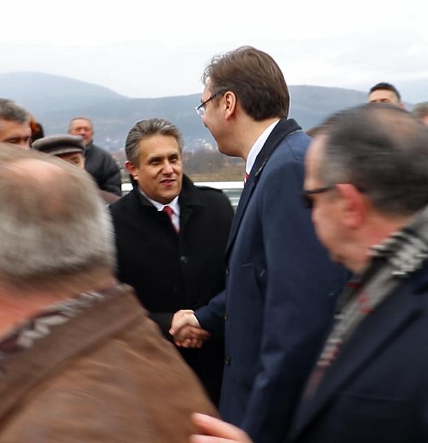 Aleksandar Vučić pozdravlja Miliju Miletića (VIDEO)