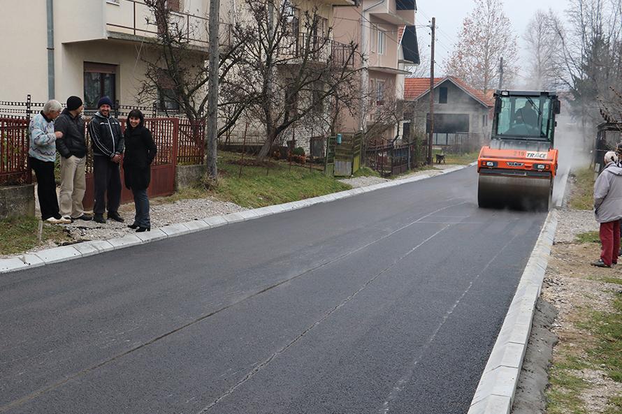 Asfaltirane Sajtareva i Ulica Olge Đorđević