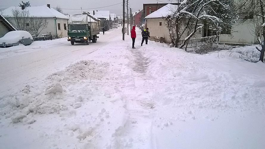 Čišćenje trotoara od snega