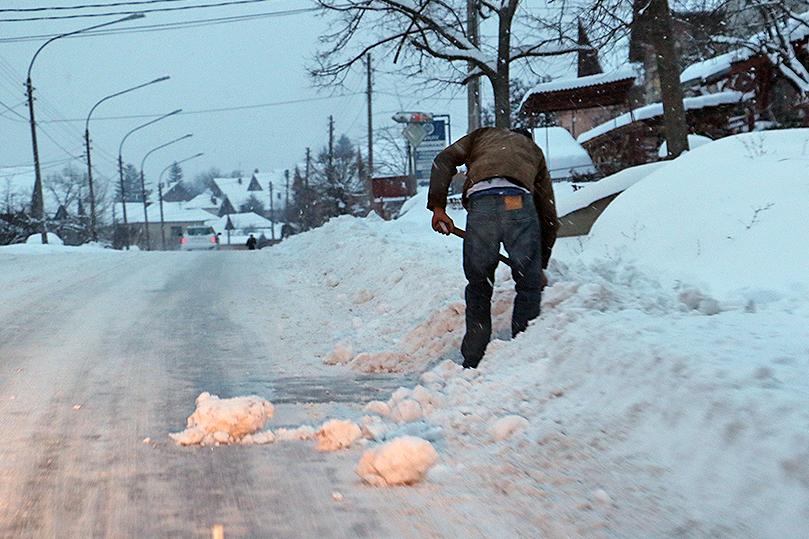 APEL: Ne bacajte sneg na ulicu