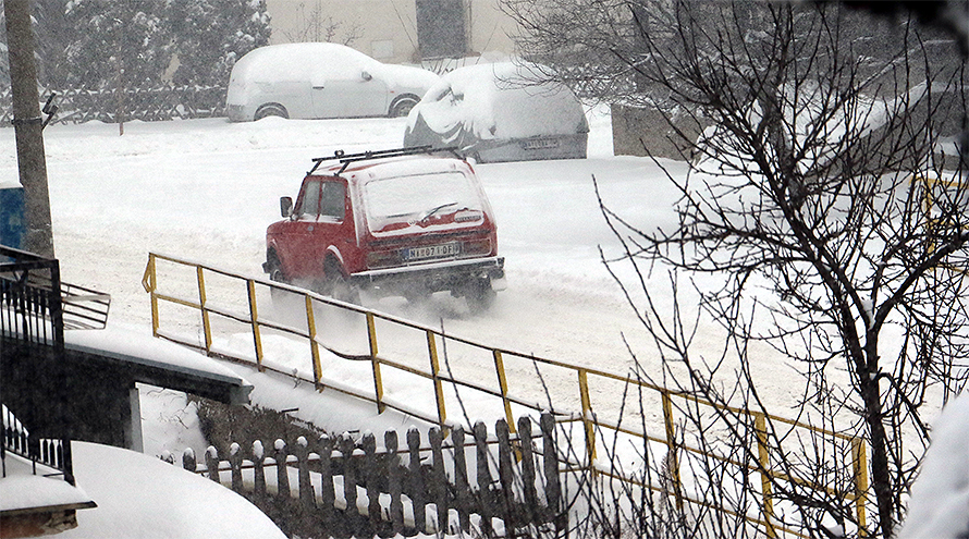 Svrljig pod snegom, saobraćaj otežan