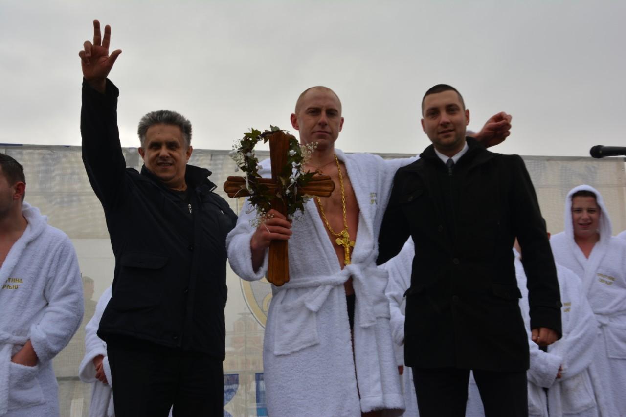 Učesnici u plivanju za Časni krst poslali poruku mira! Pobednik poručnik 63. padobranske brigade