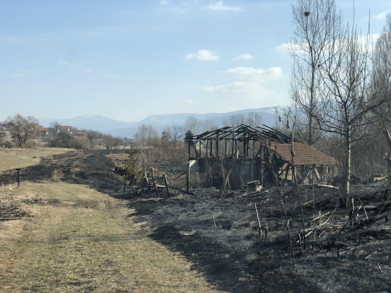 FOTO INFO: Požar progutao deo kuće i imanje…