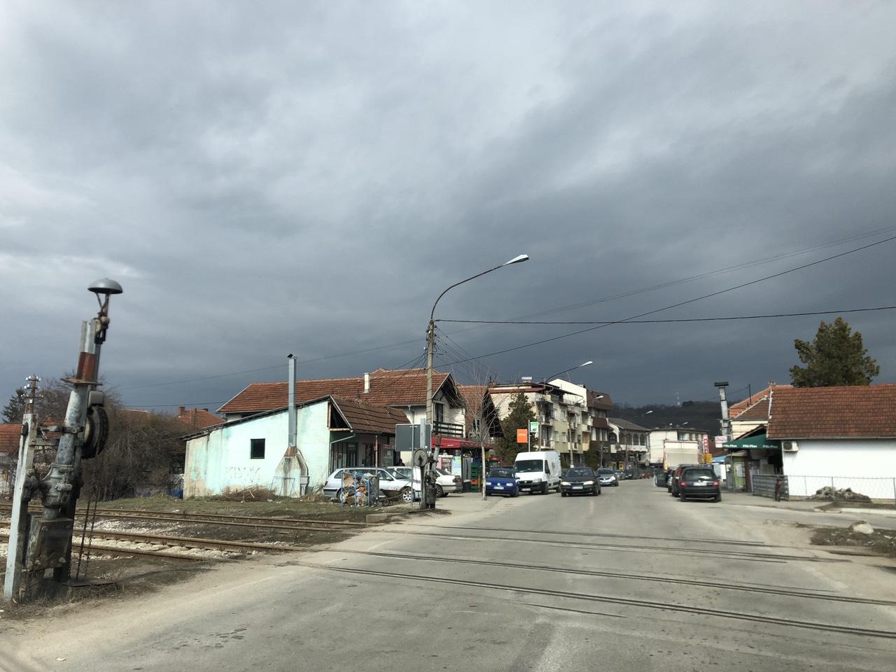 Pružni prelaz ostao bez branika (FOTO)