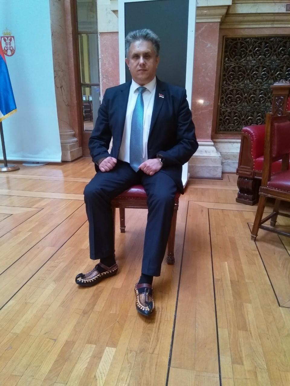 U odelu i opancima na sednici Narodne Skupštine Republike Srbije