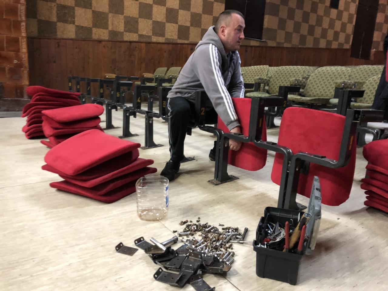 Postavljanje novih sedišta, foto: N.E.