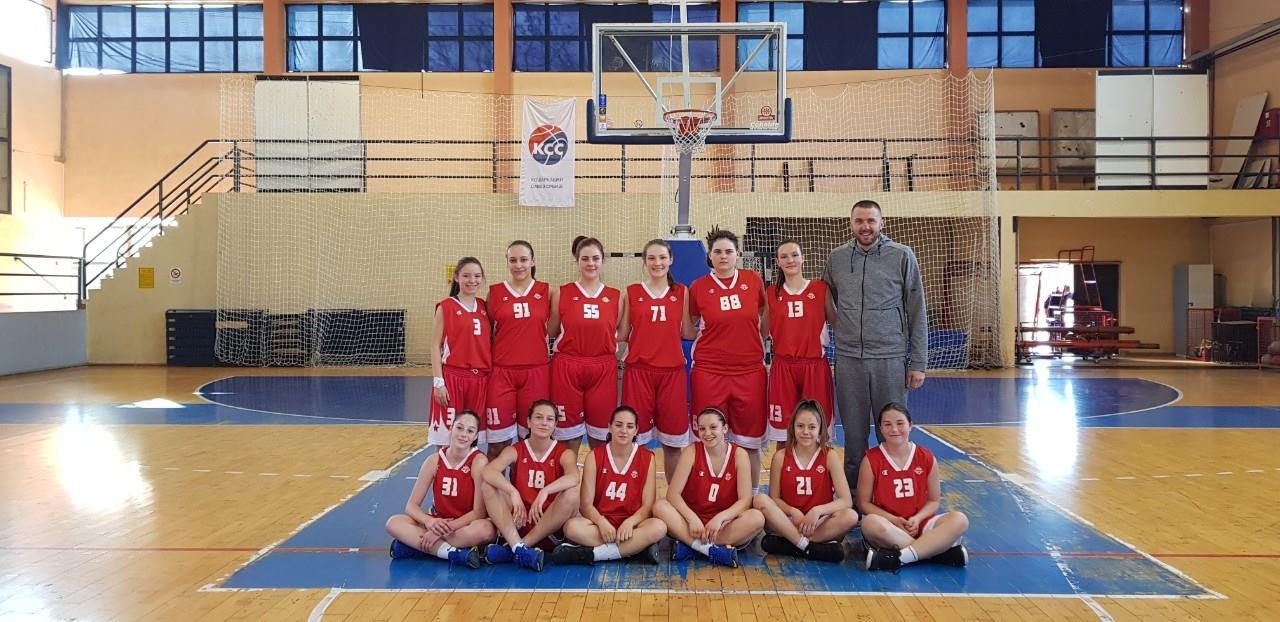 Košarkašice KK ,,Svrljig'' sa trenerom Igorom Radivojevićem, foto: I.R. / KK ,,Svrljig''