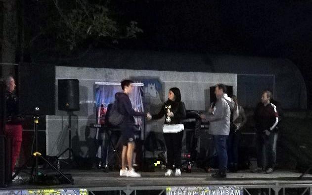 Predsednica opštine Jelena Trifunović uručuje nagrade najboljima, foto: S.G.