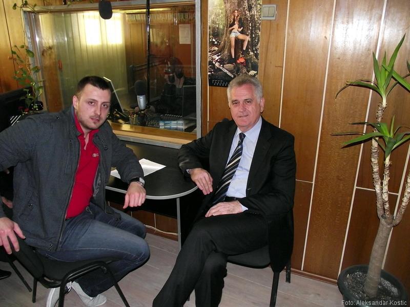 Tomislav Nikolić u razgovoru sa Markom Miladinovićem u prostorijama radija, foto: A. Kostić