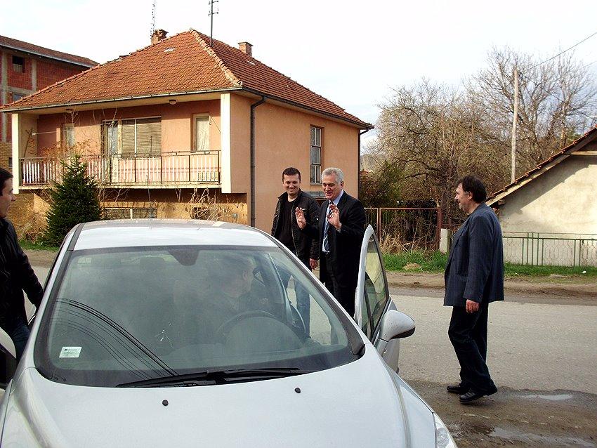 Tomislav Nikolić ispred radija, arhivska fotografija