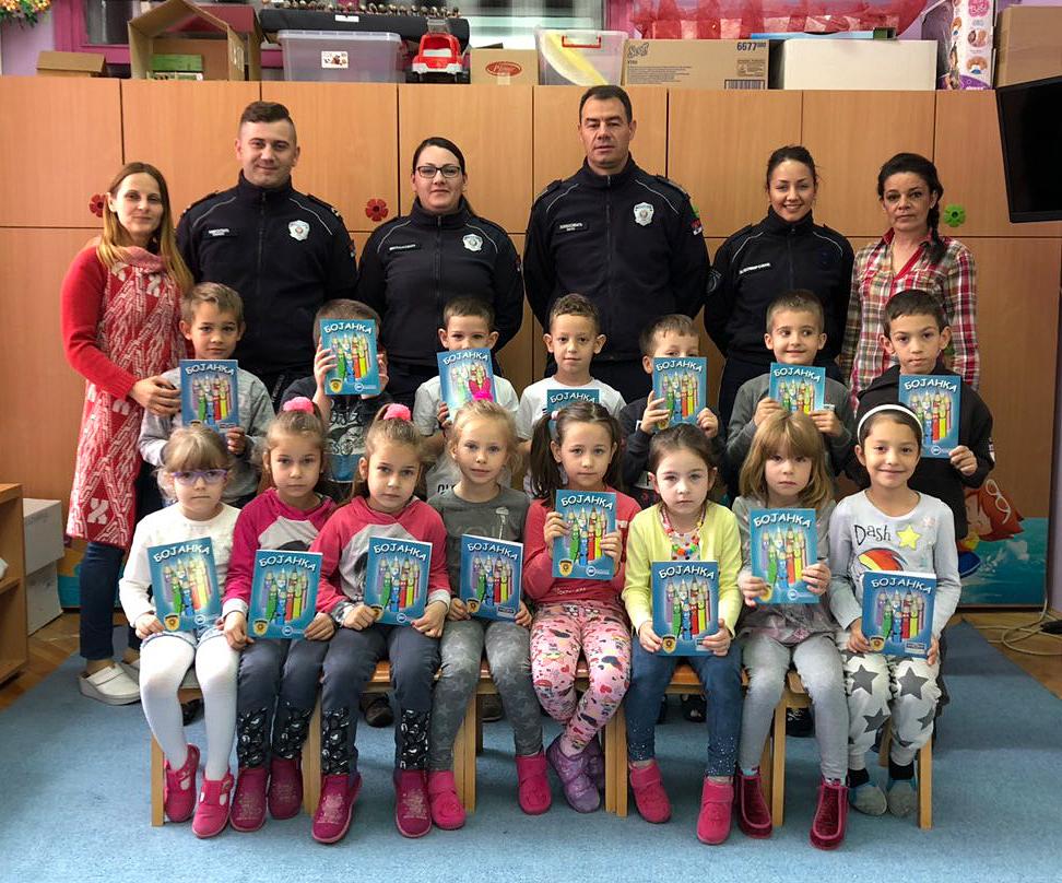 Policija sa decom, foto: M. Miladinović
