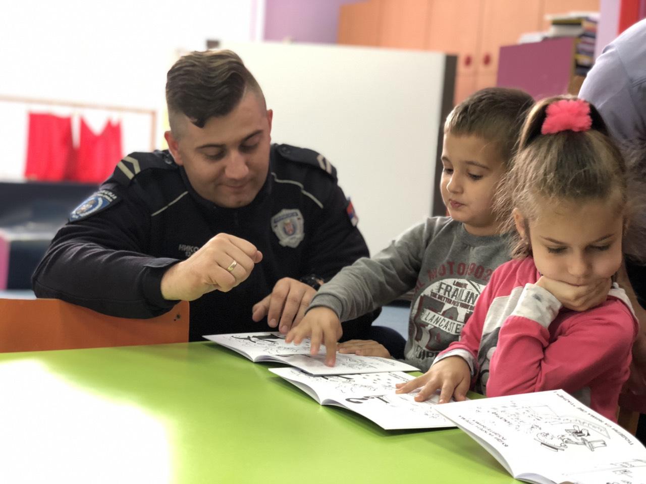 Policajci sa decom, foto: M. Miladinović