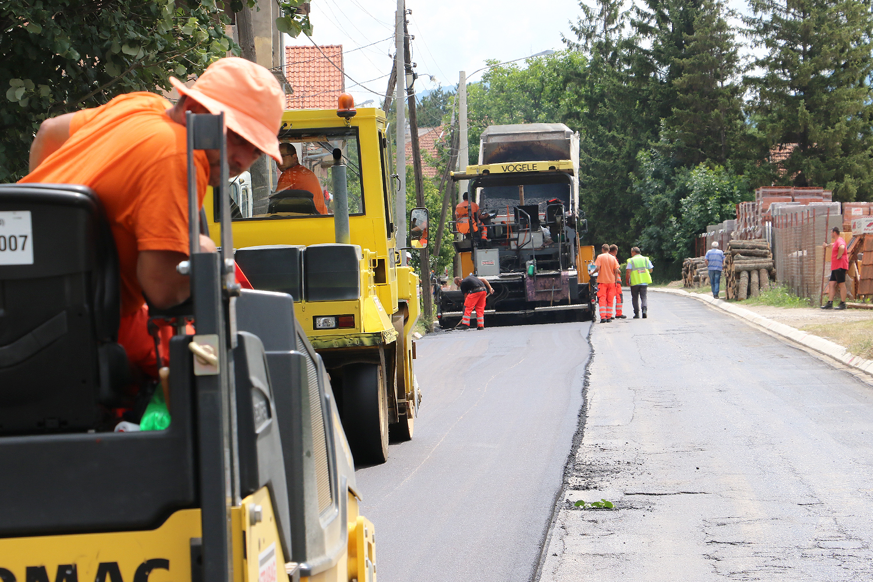 Asfaltiranje Caletove ulice, foto: M.M.