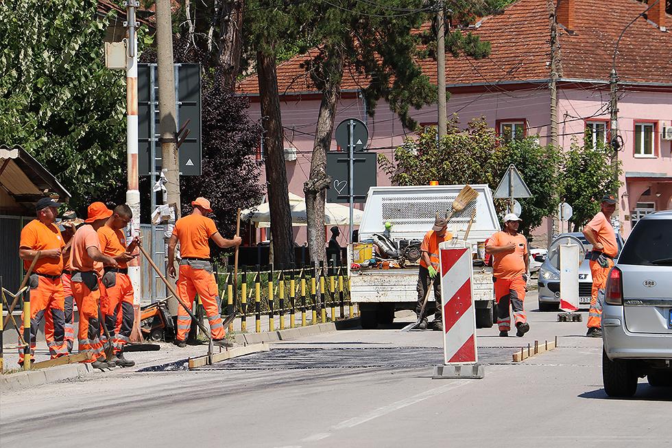 Postavljeni ležeći policajci ispred Osnovne škole u Svrljigu, foto: M.M.