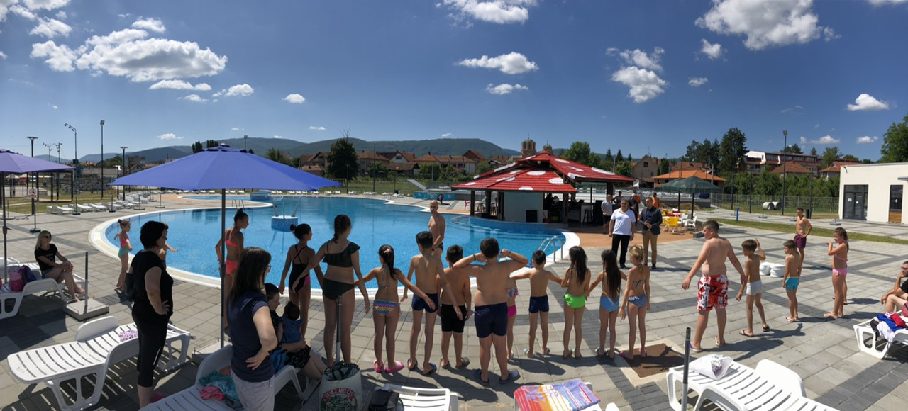 Počela sa radom ,,Škola plivanja''. Polaznike su danas obišli direktor Marković i poslanik Miletić, foto: Svrljiške novine